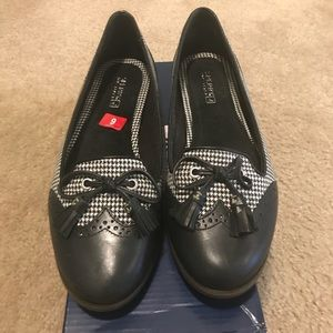 BNIB Sperry Loafers / Flats - Size 9